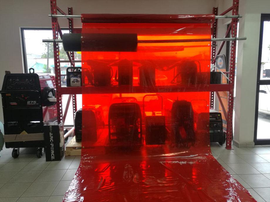 Precio $12,400 + IVA. Rollo de lona traslucida color rojo. de 1.83 mts (metros) de ancho x 22.86 mts. (metros) de largo.