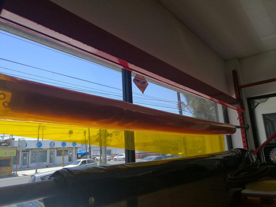PRECIO $14,800 + IVA. Rollo de lona traslucida color amarillo, de 1.90 mts. (metros) de ancho x 22.86 mts. (metros) de largo.