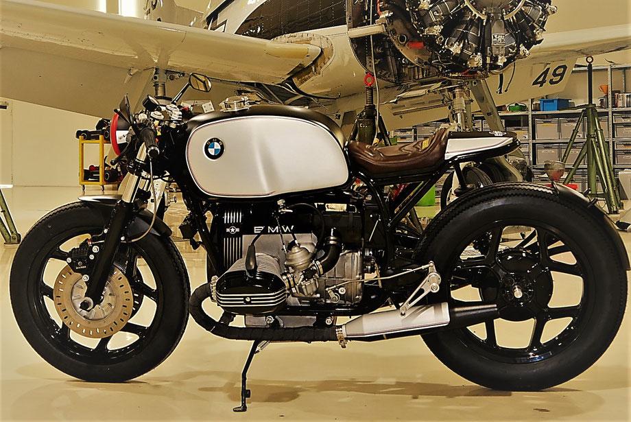 Cafe Racer #2 Airforce Edition by GeriTech, Basis BMW R100 mit fettem Hubraum und stimmigem Assemble