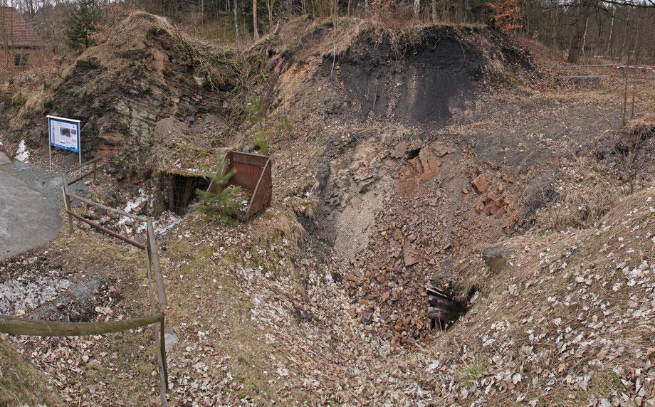 Stollenmundlöcher und angeschnittenes Kohleflöz der Grube St. Katharina