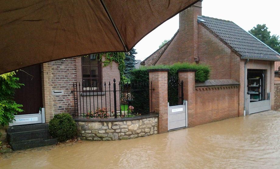 Panneaux anti inondations aluminium empilables pour portes.