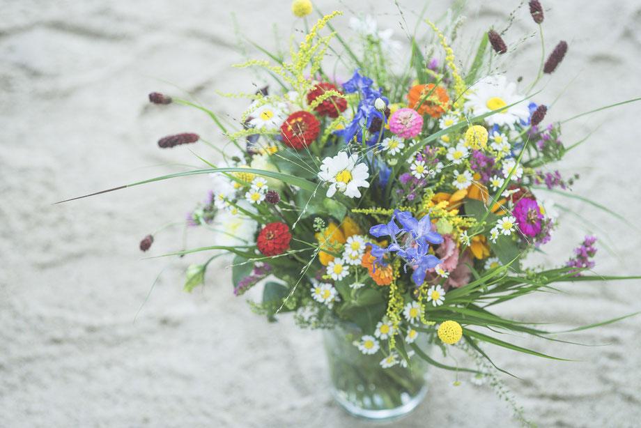 Hochzeitsfotograf Hamburg - natürlicher, sommerlicher Brautstrauß