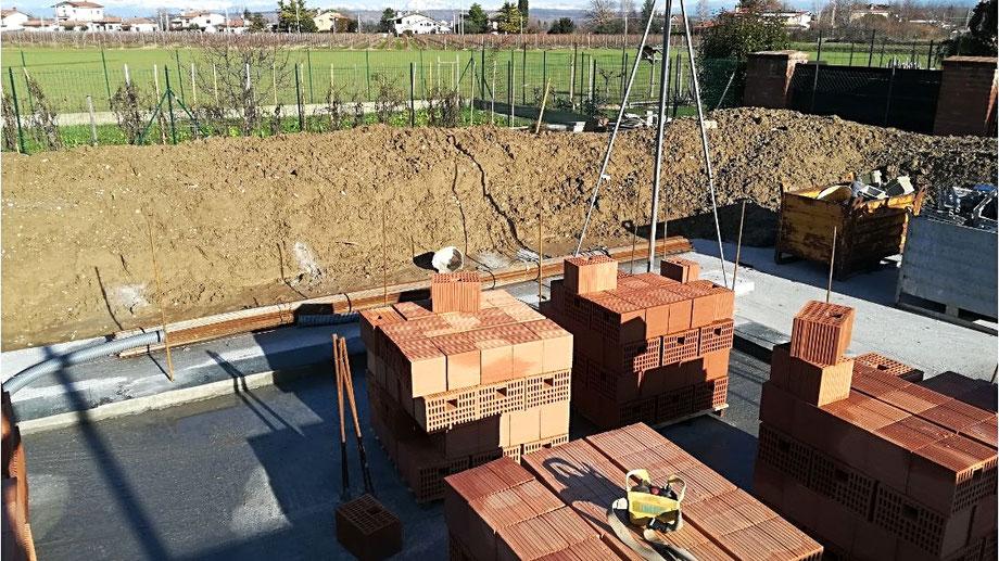 inizio muratura villa