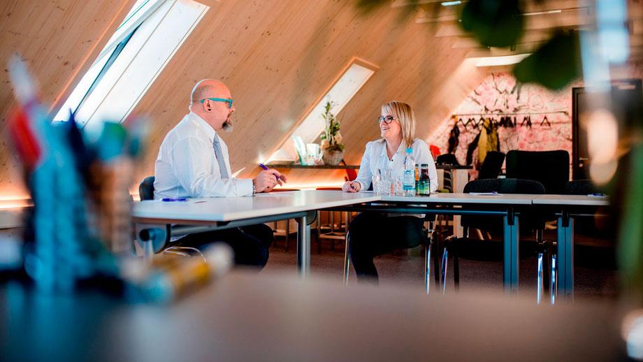 Der Seminarraum Merkendorf bietet Ihnen für Ihre Besprechungen ansprechende Räumlichkeiten- nach Wunsch stellen wir Ihnen auch kalte und warme Getränke zur Verfügung.