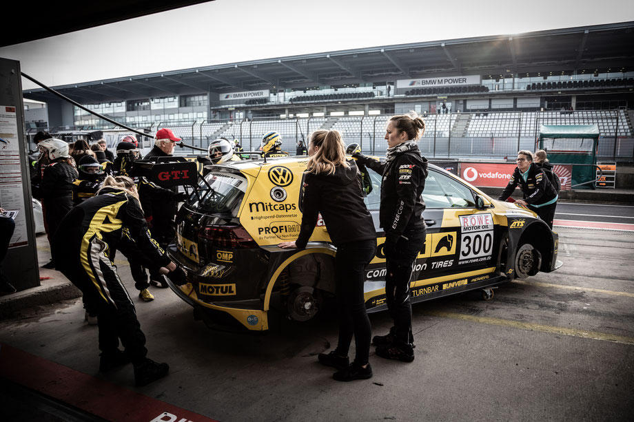 Girls Only Racingteam by WS Racing Giti Tire Motorsport VLN9 Nürburgring Boxengasse