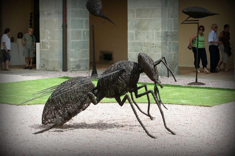 Bee-sculpture, sculpture abeille, Caunes-Minervois