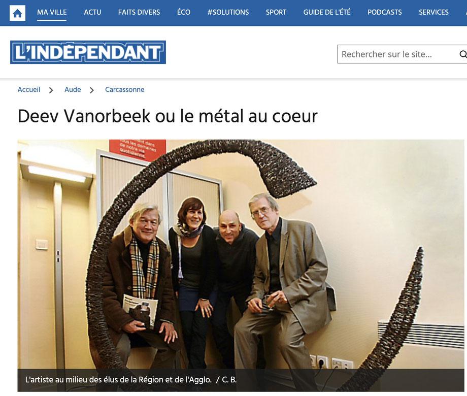 L'artiste David Vanorbeek au milieu des élus de la Région et de l'Agglo à Carcassonne