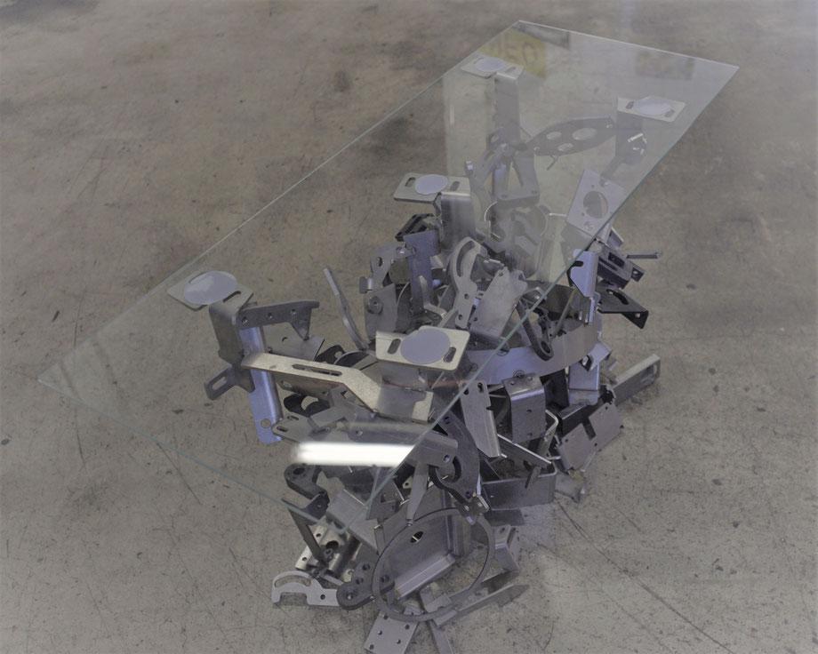 Individuel gefertigter Stahl-Glas Tisch industrial style, Behr AG, abgekantet und geschweisst