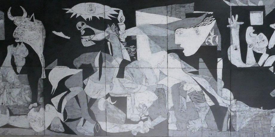 Abbildung von Guernica im Foyer des Rathaus Pforzheim
