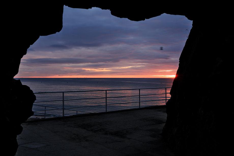 Mathieu Guillochon, photographe, rivages, couleurs, mer, côtes d'armor, bretagne, Binic, passage, aube, nuages, bleu, violet, orange, rouge.