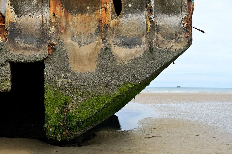 Mathieu Guillochon, photographe, couleurs, rivages, calvados, Arromanches, structure en béton, port artificiel, débarquement du 6 juin 1944, Normandie, couleurs,