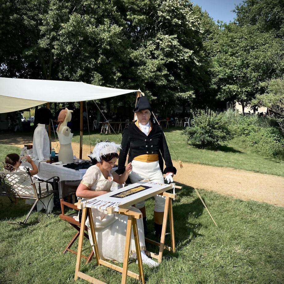 demonstration broderie or militaire premier empire par artisant d'art au Plessis Bourré