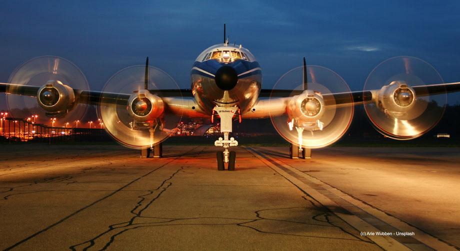 Air Berlin hatte auch Propellermaschinen in ihrer Flotte. Die waren fast so schnell wie die Düsentriebwerke und produzieten weniger Abgase.