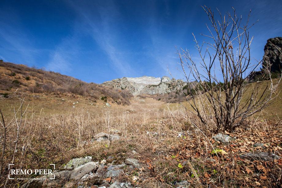 Wandern im Maderanertal, Aufblick zum Windgällen, Kanton Uri (von Remo Peer, Fotografie & Design, www.fotoremo.ch)