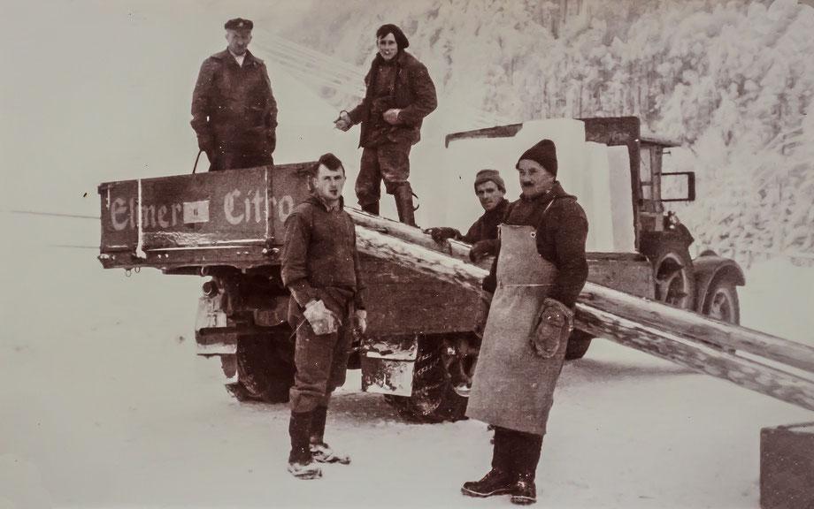 Verladen der Eisplatten (Sammlung Fritz Weber)
