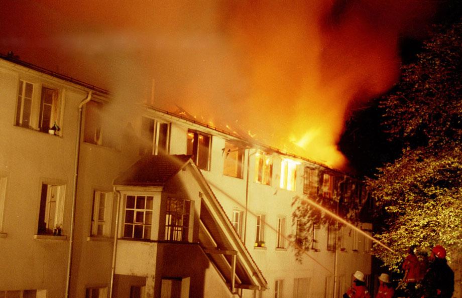Grossbrand Langgüetli-Wohnhaus - da gab es nicht mehr viel zu retten.