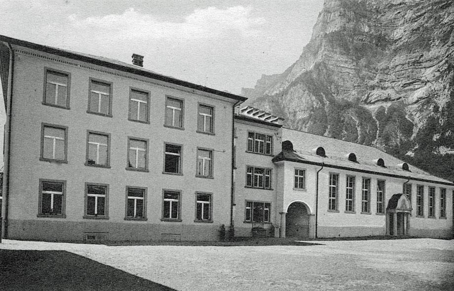 Altes Schulhaus und alte Turnhalle vor 1959
