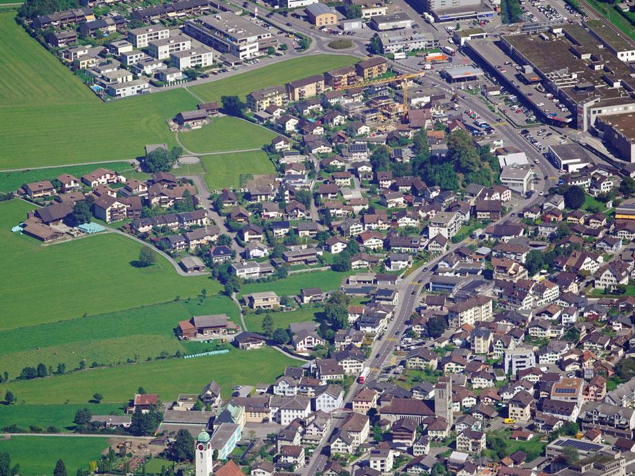 Landstrasse von Kreisel bis Kirche. Aufnahme vom 9.9.2020