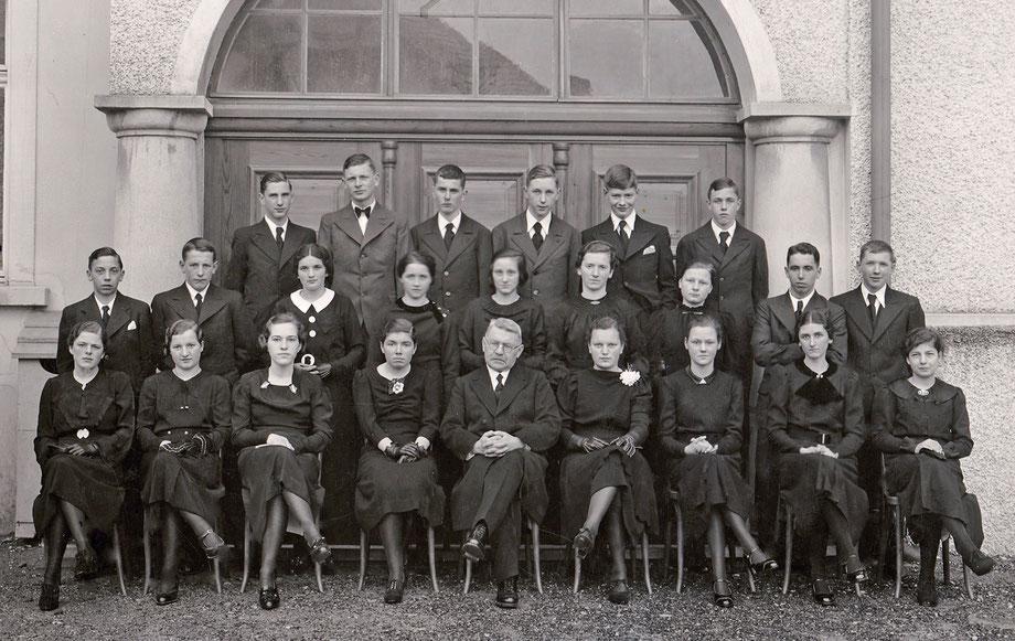 Konfirmation im Jahre 1937 mit Pfarrer Paul Thürer