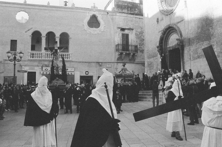 Grottaglie, Processione dei Sacri Misteri (with Ricoh Mirai Camera and Ilford Delta 3200 film)