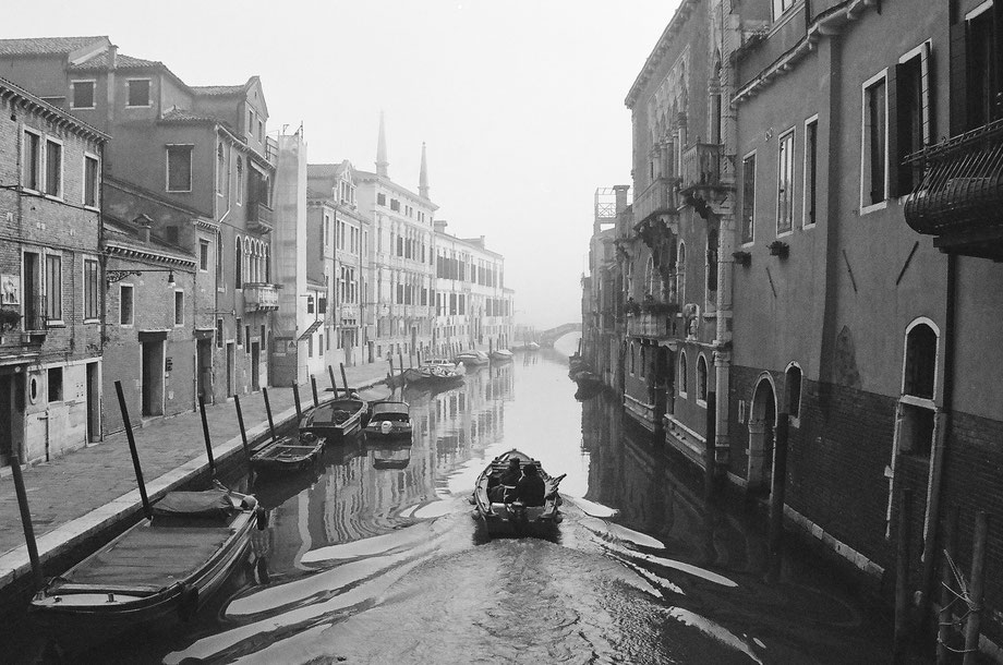 Venice, Cannaregio (with Olympus AZ4 Zoom and Ilford 400 XP2)
