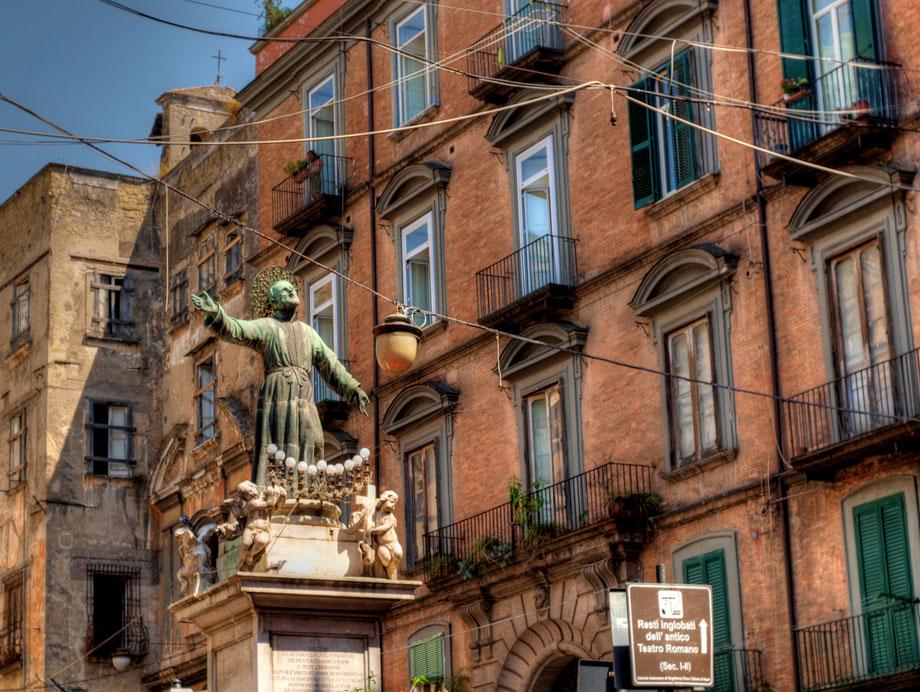 Napoli, Piazza San Gaetano