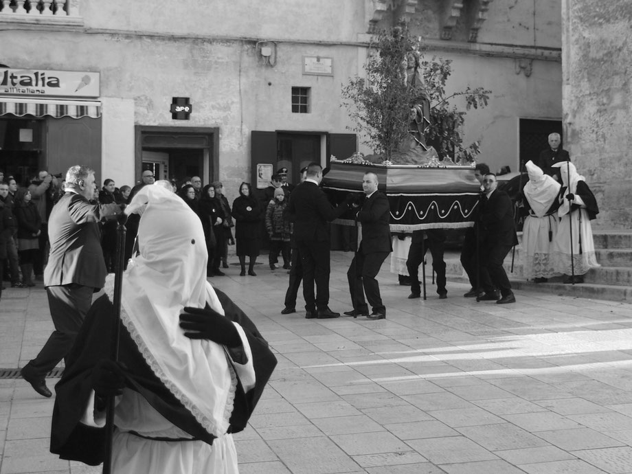Grottaglie (Taranto), Italy. Processione del Sacri Misteri. Easter 2015 (with Olympus PEN EPM1 with Vivitar lens 35-105 OM System adapted)