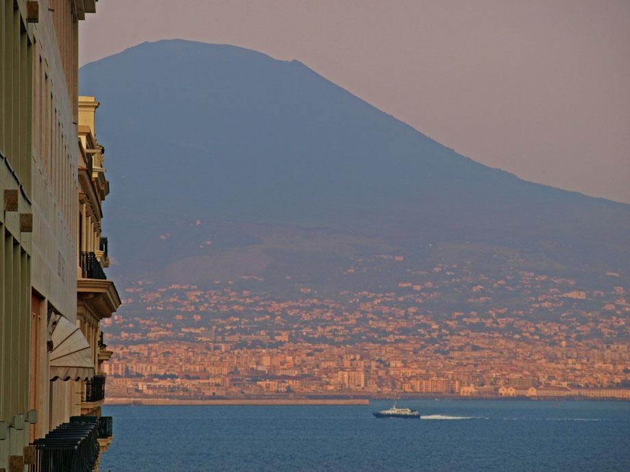Guardando il Vesuvio, tardo pomeriggio