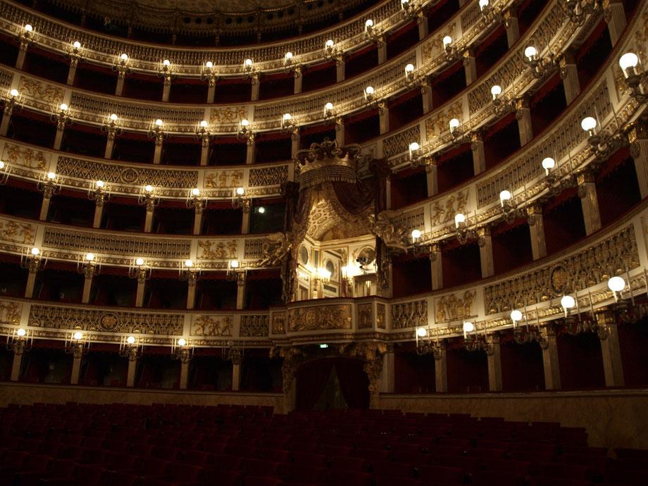 Napoli, il Teatro San Carlo
