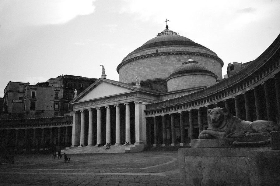 Napoli, Piazza del Plebiscito (with Leica Mini and Kodak BW400CN film)