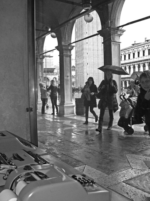 Negozio Olivetti, Piazza San Marco I