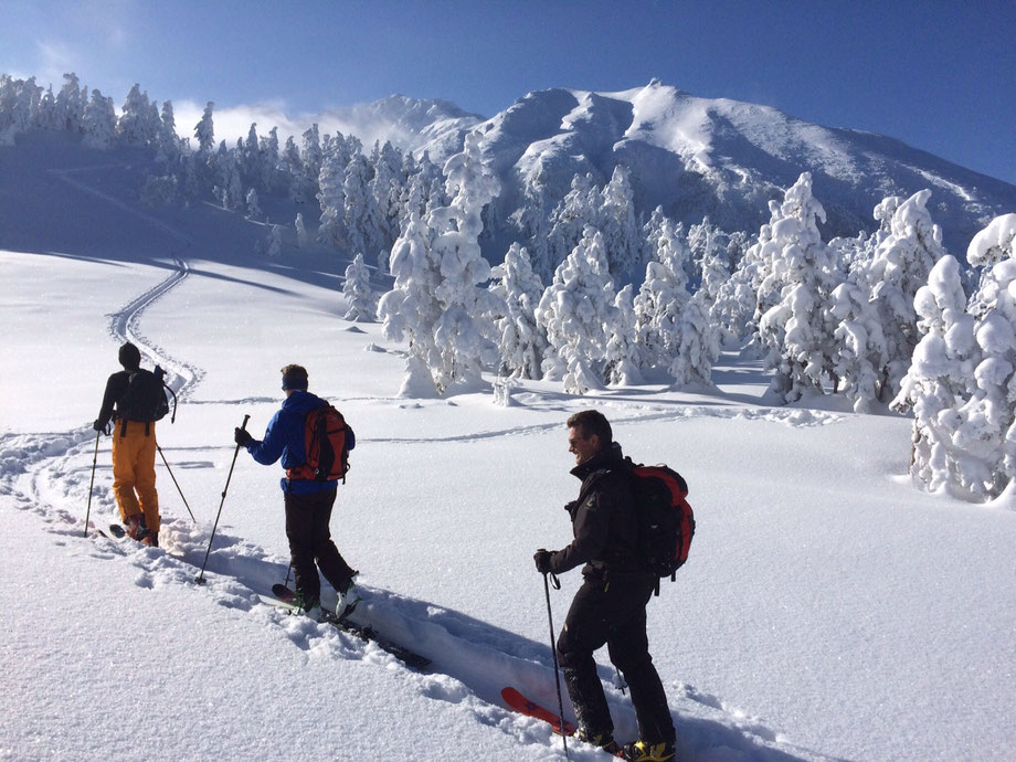 Daisetsuzan-Tokachidake-backcountry-ski-guide-trips