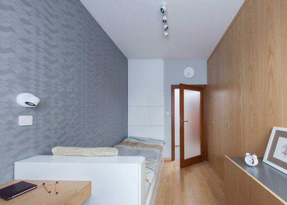 Sypialnia; drewno jesion, tapeta