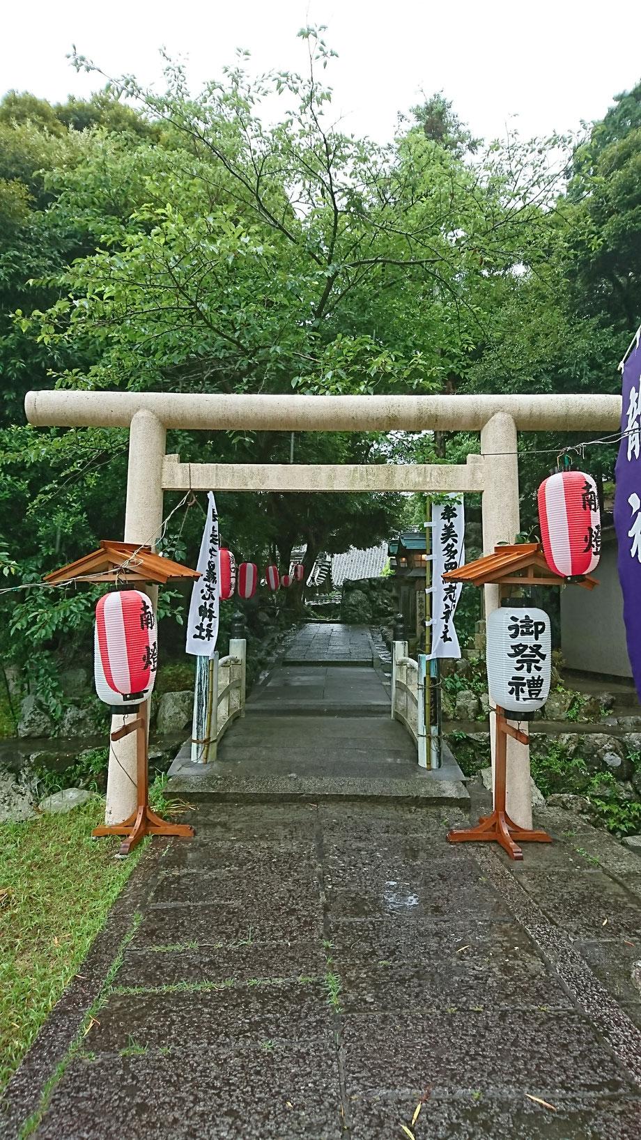 祷屋の日の美多羅志神社