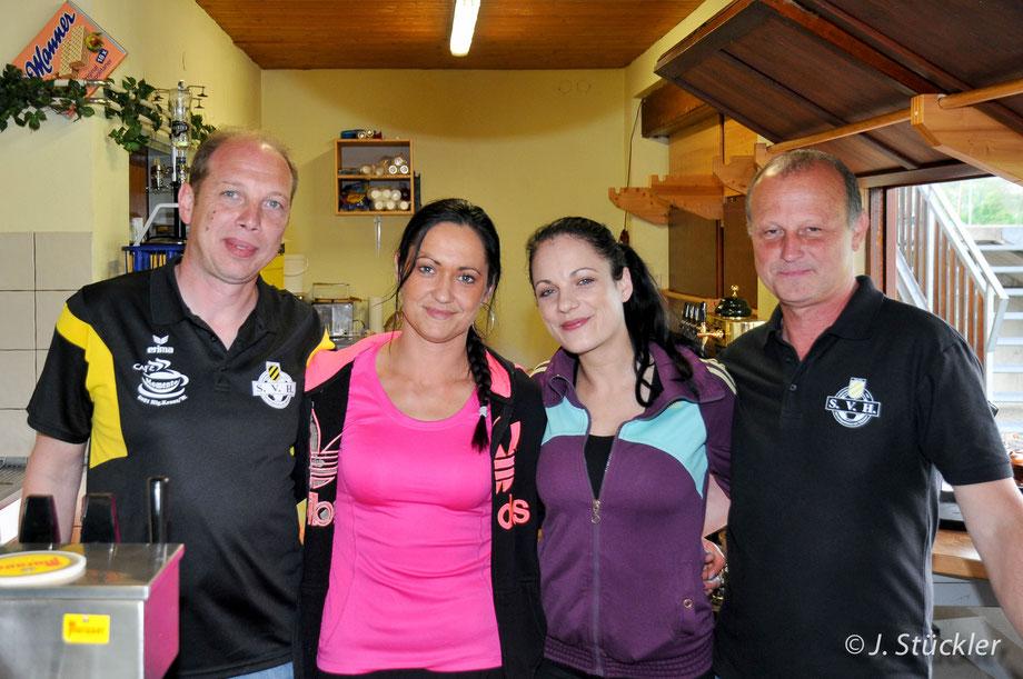 Kantinenchef Christoph Steiner mit Tanja, Tamara und Franz.