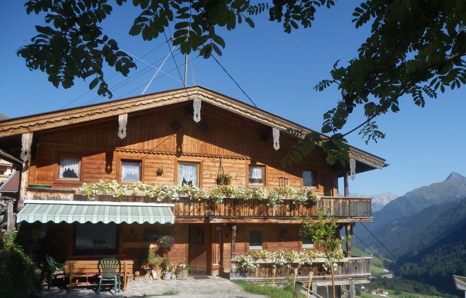 Home ferienhaus samerhof for Traditionelles tiroler haus