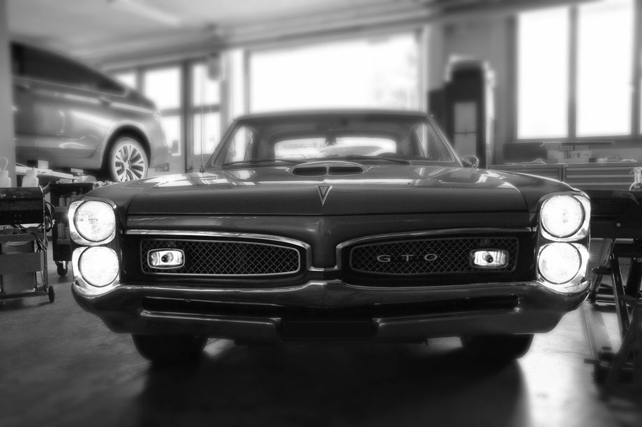 Pontiac GTO Front Ansicht in Auto Garage