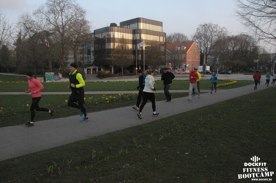 HIIT Lauftraining triathlon ironman stadtpark dockfit altona fitness Personal-Trainer bootcamp hamburg training fitnessexperten hamburg dockland battle ropes outdoor training Burpees overhead  2017 abnehmen Gewichtsreduktion outdoor Altonaer-Balkon Sixpac
