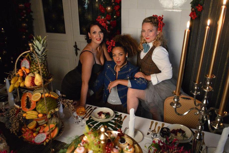 Die dynamische Vintage Band Lou's THE COOL CATS drehen ihr neuestes Weihnachtsvideo in der Villa Mühlenbach in Löhne.