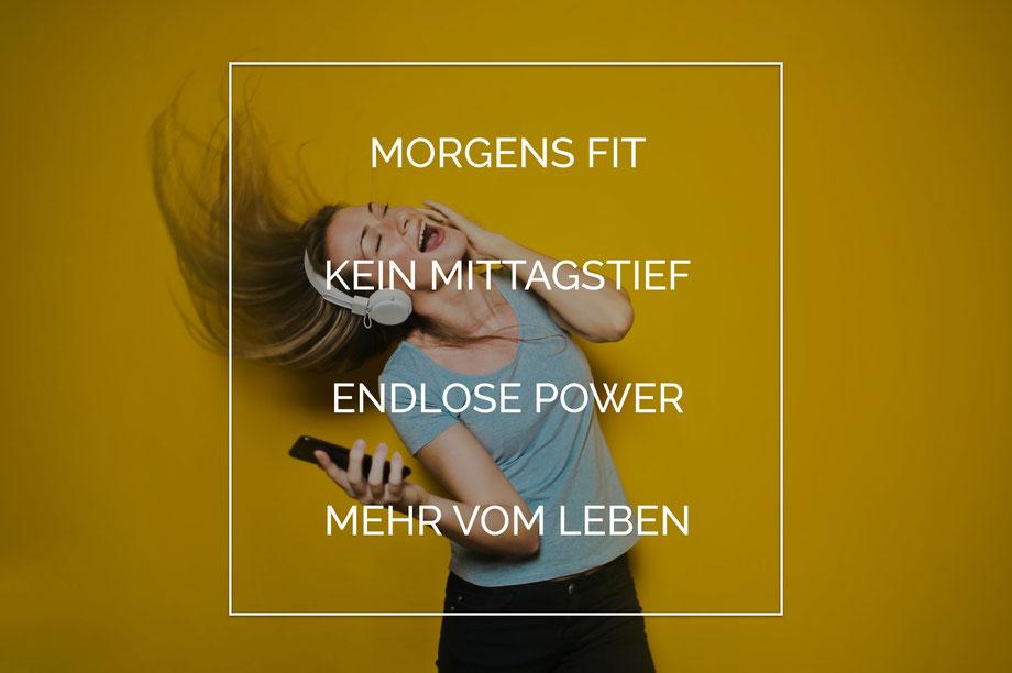 Morgens Fit Kein Mittagstief Endlose Power Mehr vom Leben Frau tanzt mit Kopfhörer