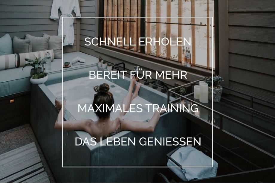 Schneller Erholen Bereit für Mehr Maximales Training Das Leben geniessen Frau in Outdoor Badewanne