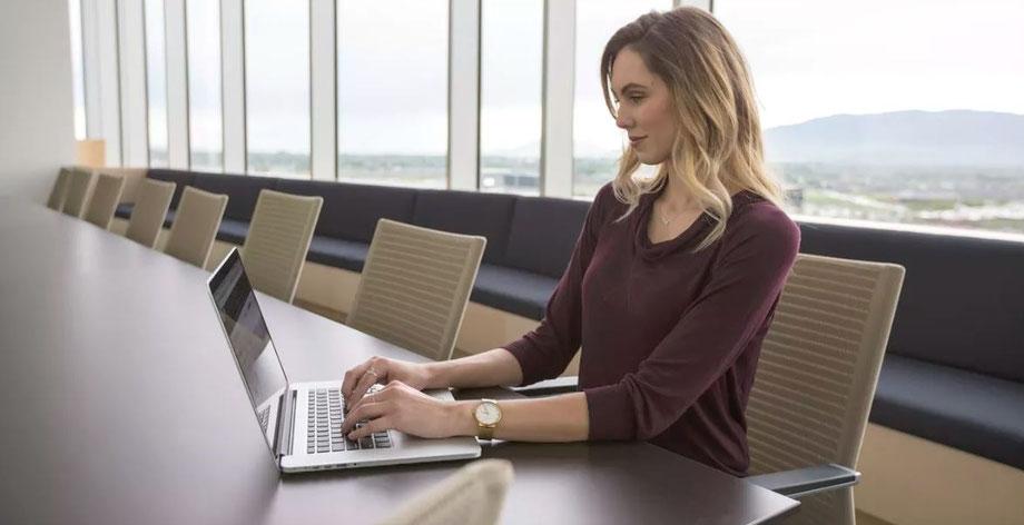come organizzare riunioni virtuali manager donna