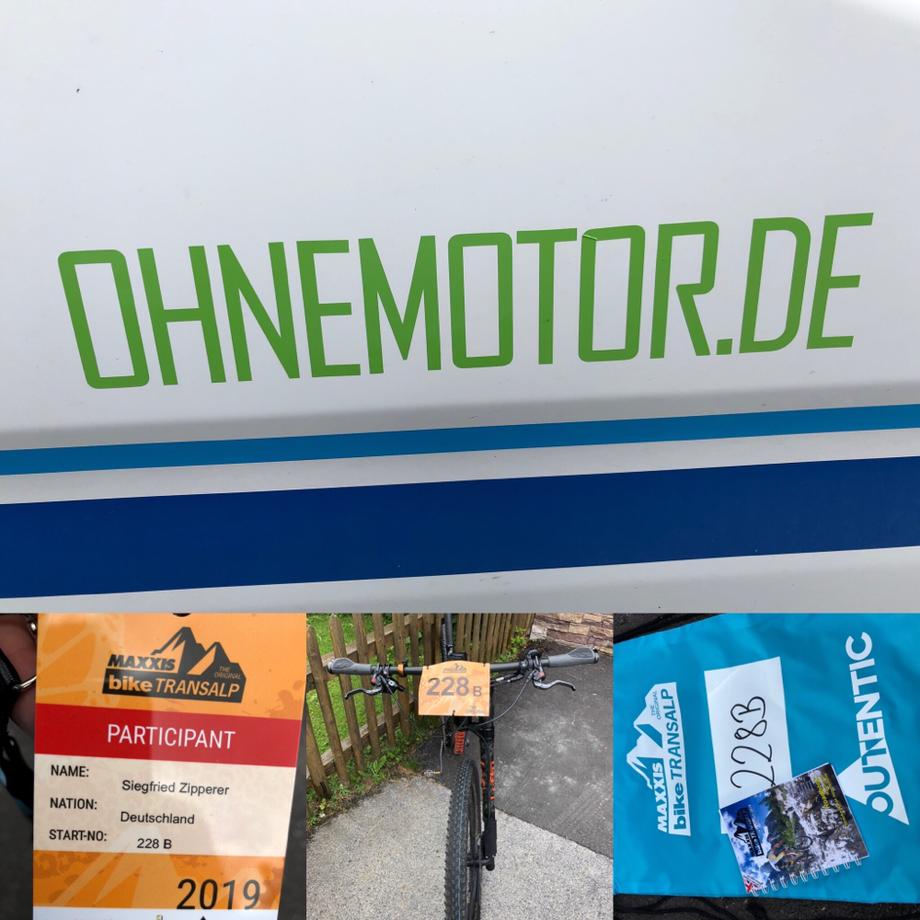 Startnummer, bike Ttransalp, Teilnehmerausweis, Fahrrad lehnt am Zaun, Start, outentic, Maxxis