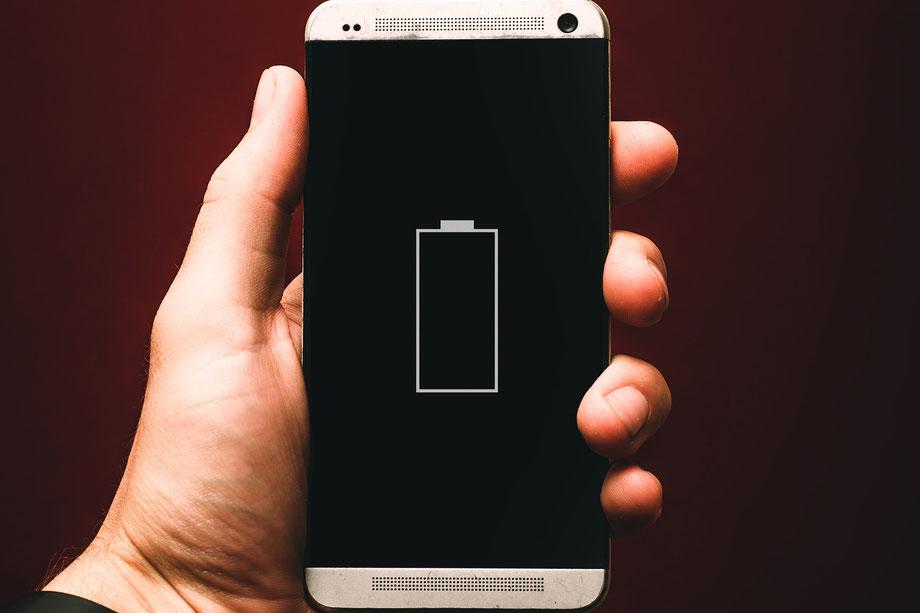 Leere Batterie auf Mobil-Phone