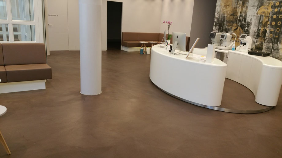 betonboden in braun augenarztpraxis kaminsky 1030. Black Bedroom Furniture Sets. Home Design Ideas