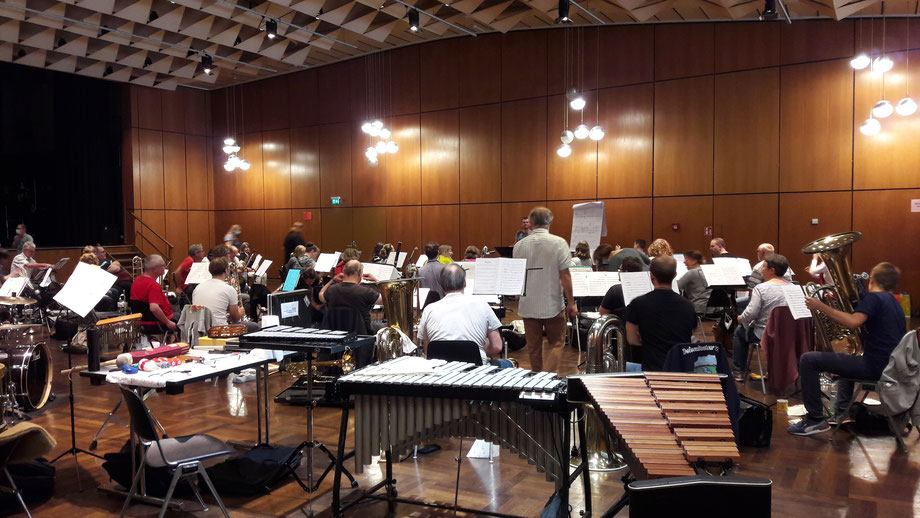 "Das ""Projektorchester Klang"" beim Klangworkshop 2021 im Bürgerhaus Oppau (Bildrechte: MBO)"