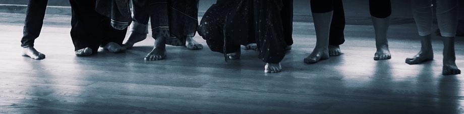 Ein wöchentlicher Kurs mit tanztherapeutischen und kreativen Methoden gibt Sicherheit in Krisen, nach Klinikaufenthalten und fördert die persönliche Entwicklung