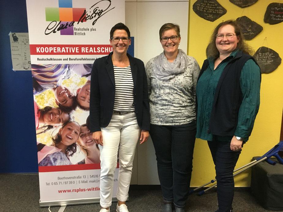 v.l.n.r.: Frau Melanie Schmitt, Frau Marina Sausen und Schulelternsprecherin Frau Angelika Gorka