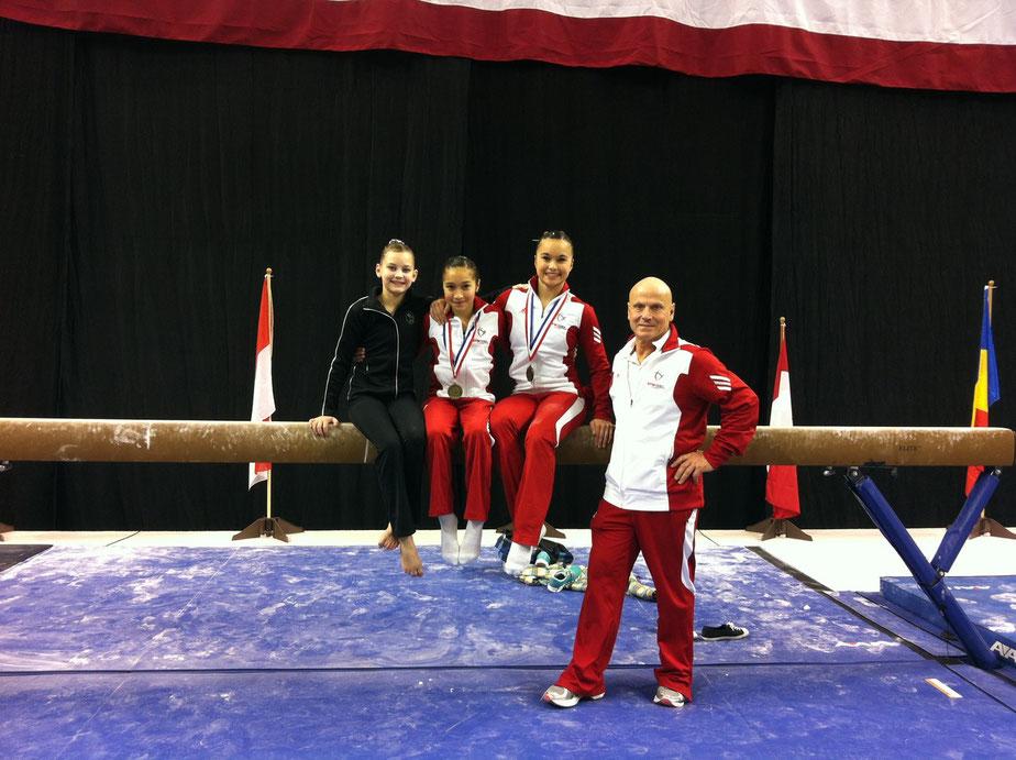 Nadia Comaneci International (Oklahoma. 5-17 février 2013)  Andréanne Belley, Rose Woo, Victoria  Woo et Michel Charron