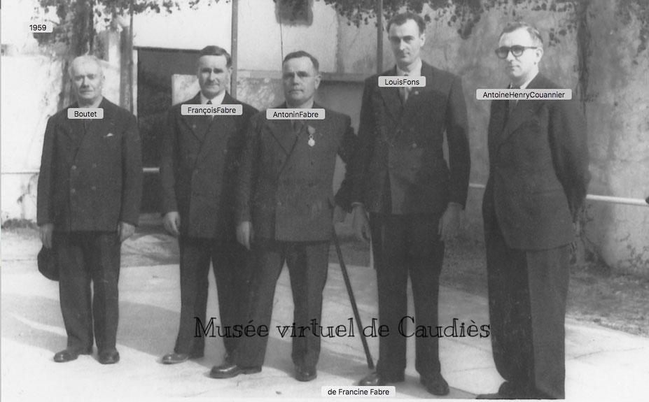 1959 photo prise lors de la remise de la légion d'honneur à son frère